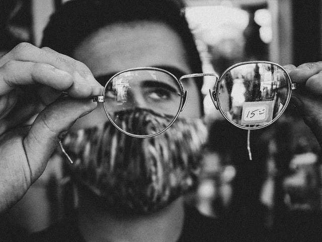 眼鏡で見る